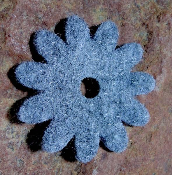 Ringscheibe Filz Blume grau 36mm